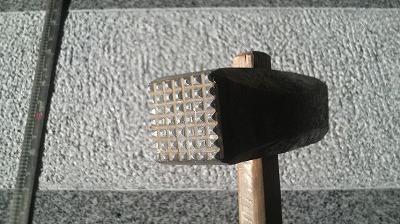 斫り仕上げで使用する道具の写真2