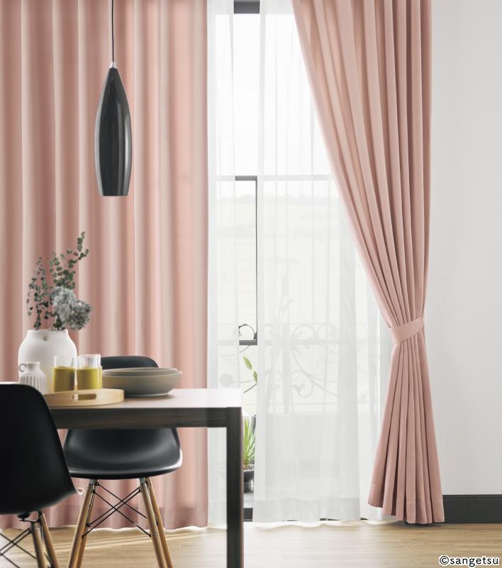 ペールピンクのカーテン